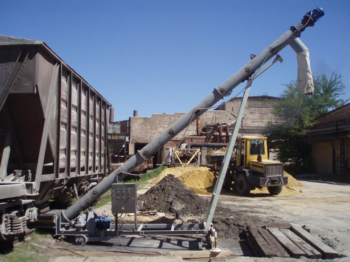 Unit for unloading cement out of hopper cars V-283-031-04