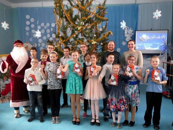 «#Бетонмаш» подарил подшефным школам новогодние подарки