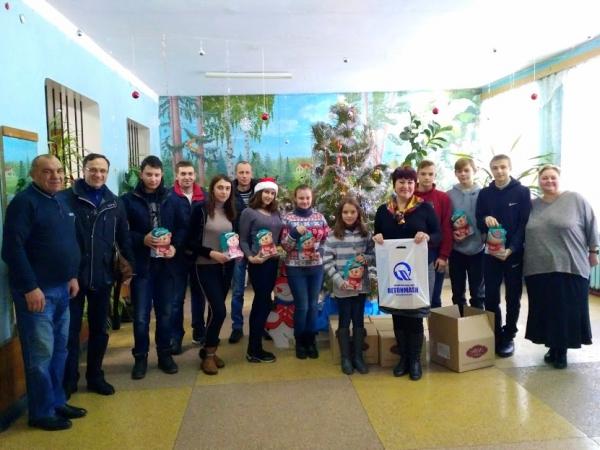 Сладкие подарки для подшефных школ от «Бетонмаш» в преддверии новогодних и рождественских праздников